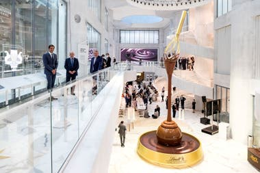 Roger Federer estuvo presente en la inauguración del nuevo museo de Lindt