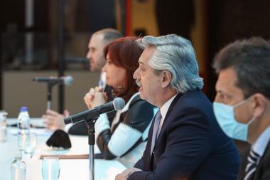 Alberto Fernández, en la última reunión pública que compartió con Cristina Kirchner, cuando se anunció el resultado del canje de deuda. En privado, aumentaron la frecuencia de sus encuentros