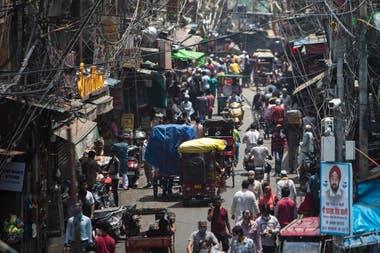 Calles colmadas en una Nueva Delhi an amenazada por el Covid en julio pasado
