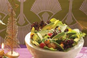 Ensalada de pepino, cherrys, palta y aceto