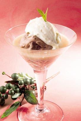 Mousse y helado de chocolate