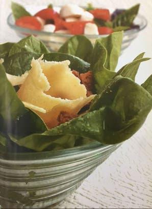 Ensalada fresca de espinacas y provolone
