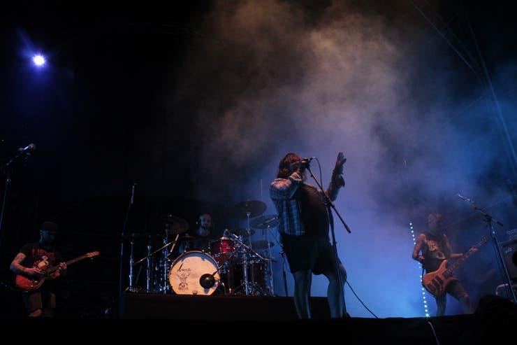 La sorpresa de la noche: Walas interpretó un tema junto a Carajo