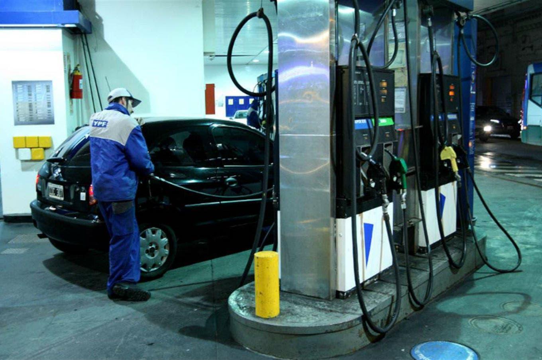 YPF anunció que aumenta sus combustibles desde la medianoche