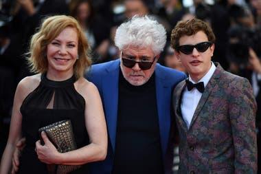 Roth junto a Almodóvar y el protagonista de la película, hijo del también actor Rafael Ferro