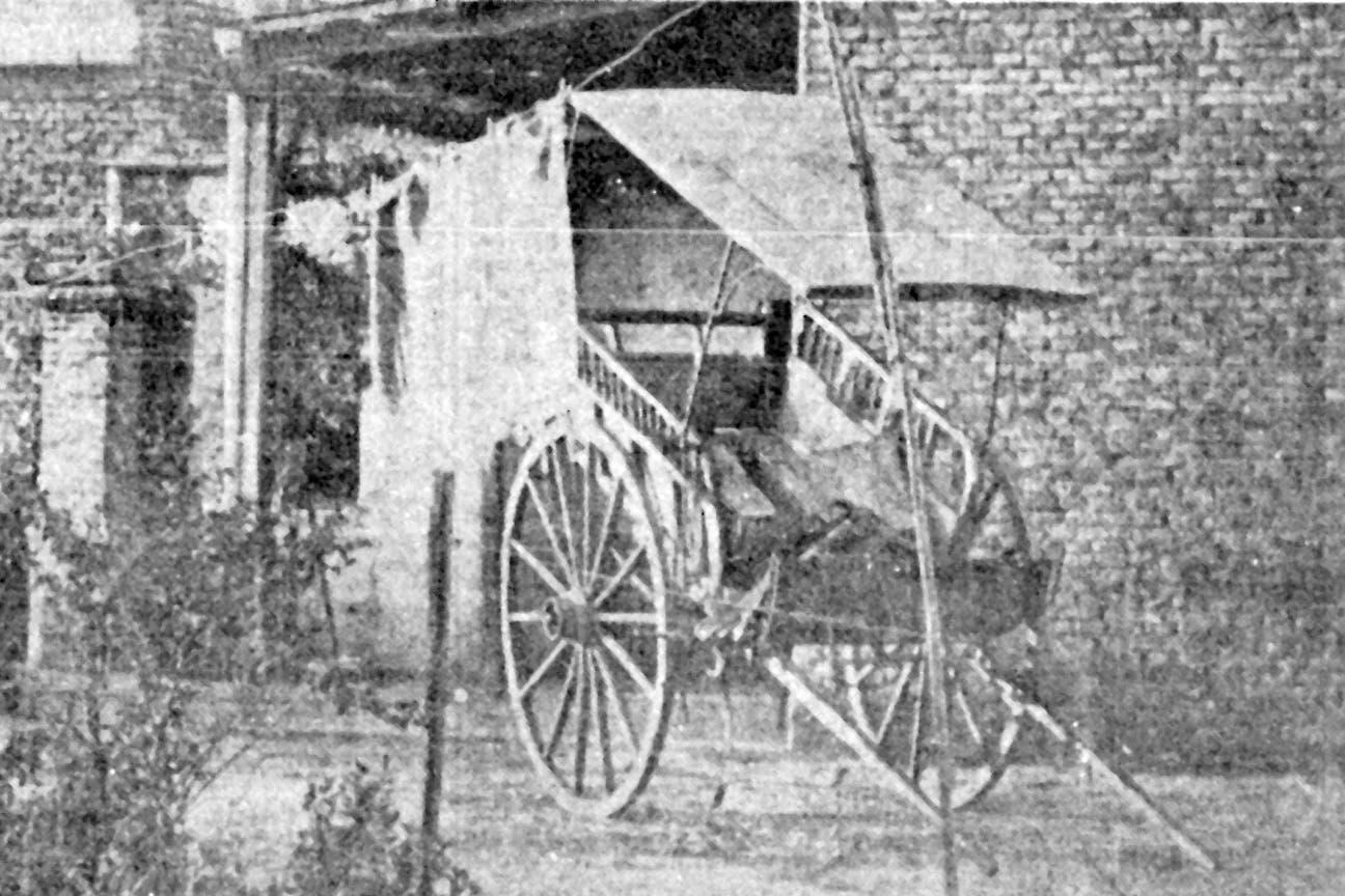 El carro de distribución de verduras en el que trasladaron el cadáver