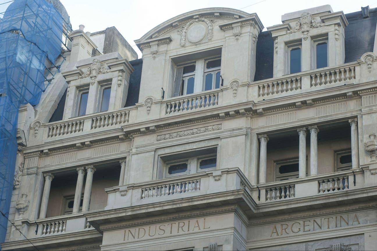 En el edificio de la UIA se destacan las columnas