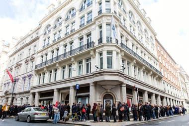 La exhibición de pre-venta en King Street vio a miles de fanáticos de George Michael venir a ver su arte, escuchar su música y disfrutar de los artefactos de su carrera.