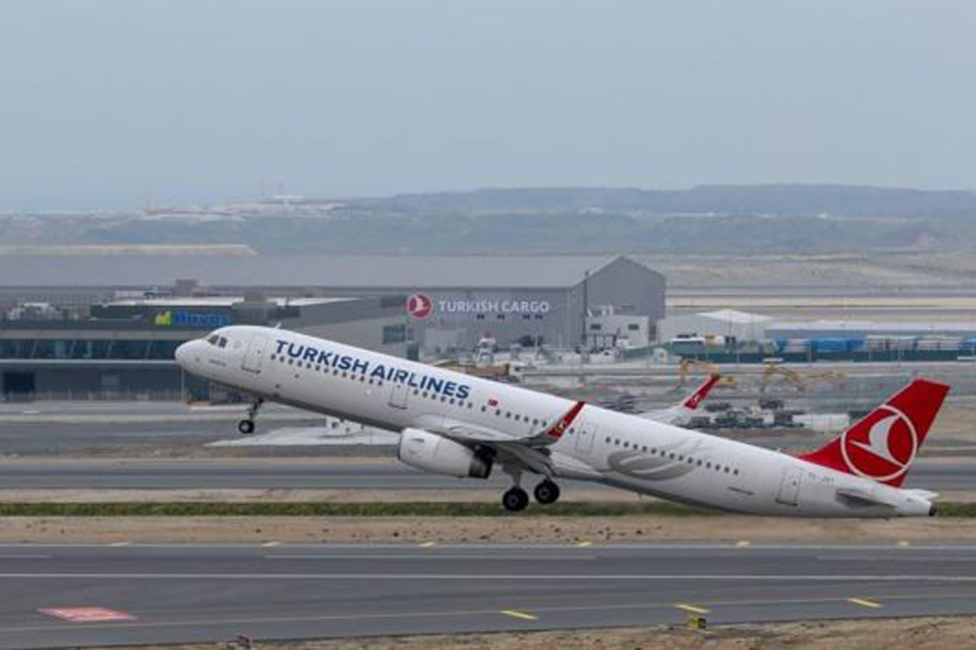 ¿Por qué las aerolíneas hacen que los vuelos duren más tiempo a propósito?