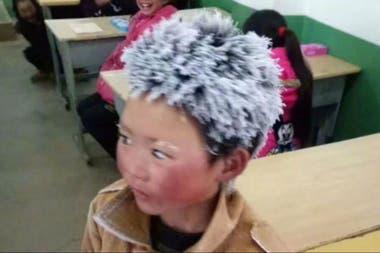 La historia del pequeño Wang, quien en 2018 llegó a su escuela con el cabello lleno de hielo, se hizo viral