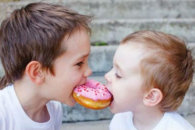 Una idea muy extendida es que, por la falta de hermanos, no están acostumbrados a compartir