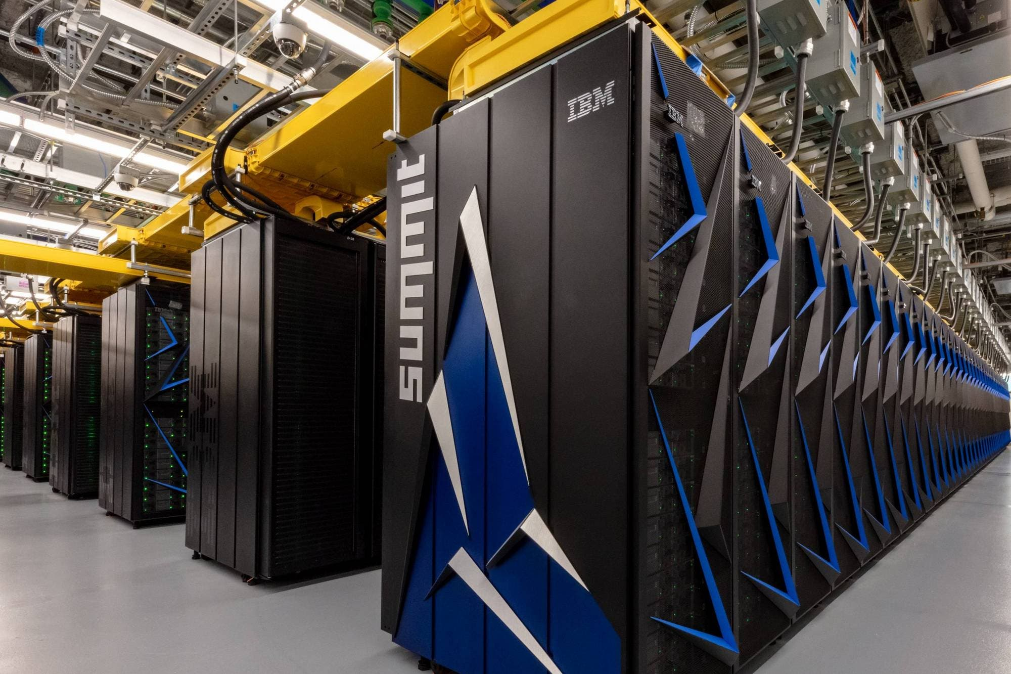 La supercomputadora Summit de IBM ya identificó 77 drogas para combatir el coronavirus