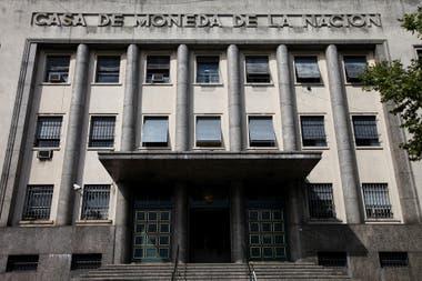 La Casa de la Moneda es la imprenta que hace los billetes en el país. Recibió a fines de abril un pedido de presupuesto por parte del BCRA.