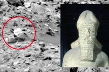 """Una """"estatua"""" en Marte"""