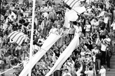 """La hinchada de Banco Nación en la cancha de Vélez: """"Estaba todo el club ahí"""", dice Rolo Etchegoyen."""