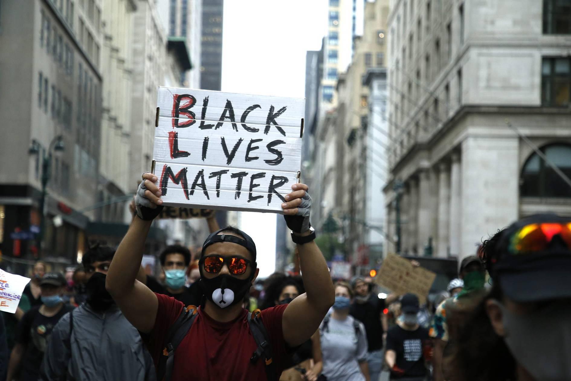 Pixelar caras y borrar metadatos en fotos: la tecnología usada en las protestas de EE.UU.