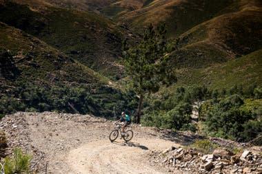 Tiago Ferreira subió dos veces la altura del Everest en su bicicleta, en 24 horas