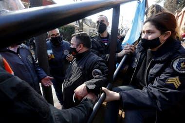 Varias protestas y una carta para Alberto Fernández frente a la quinta de Olivos