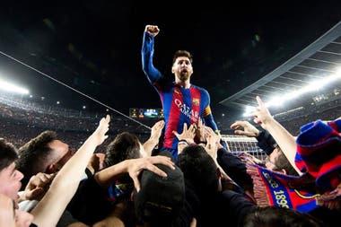 Messi celebra la consumación de la histórica remontada del Barça ante el PSG en el Camp Nou, en abril de 2017