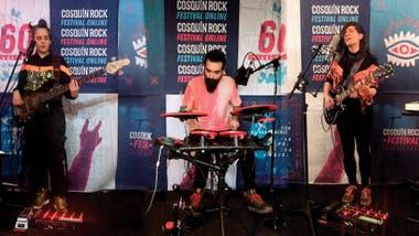 Eruca Sativa fue la única banda que tocó con todos sus integrantes desde sus casas. Gracias a la edición y unos banners del festival