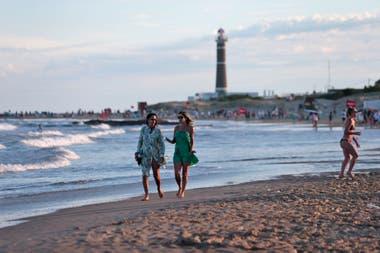 Prohibieron el ingreso al país incluso de uruguayos que viven en el exterior y llegan para las fiestas de fin de año