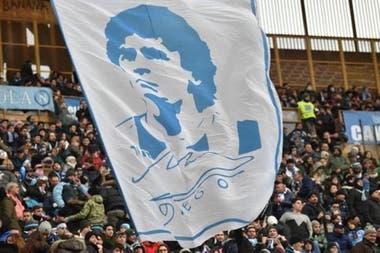 Nápoles sigue con demostraciones de cariño a Diego Maradona.