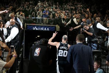 2018, Manu se retira del estadio, tras ganar uno de los playoffs ante Golden State Warriors