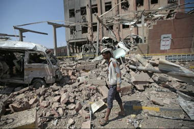 Por lo menos 10.000 personas, en su mayoría civiles, murieron y más de 2 millones fueron desplazadas en el prolongado conflicto en el país más pobre del mundo árabe