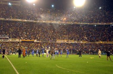 El panorama que presentaba la Bombonera: solo hinchas de Boca para el superclásico, el 10 de junio de 2004