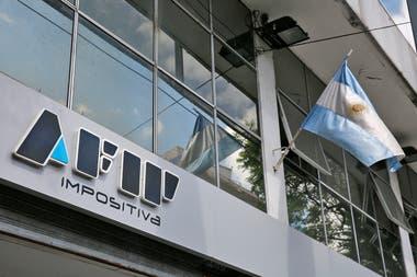 El principal incumplimiento tiene que ver con la adquisición de los tipos de cambio financieros, el MEP y el CCL