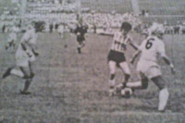 Elba Selva en el partido ante Inglaterra en 1971