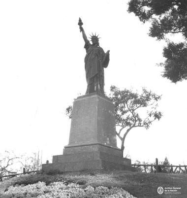 """Según Alberto Octavio Córdoba en su libro """"El barrio de Belgrano. Hombres y Cosas del Pasado"""", fue inaugurada en el año 1875, es decir, antes que la Estatua de la Libertad de Manhattan"""