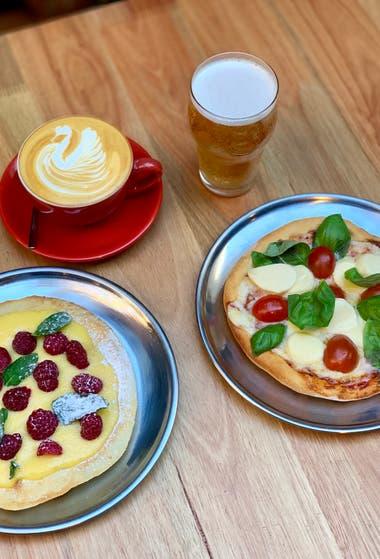 Pizza dulce con café