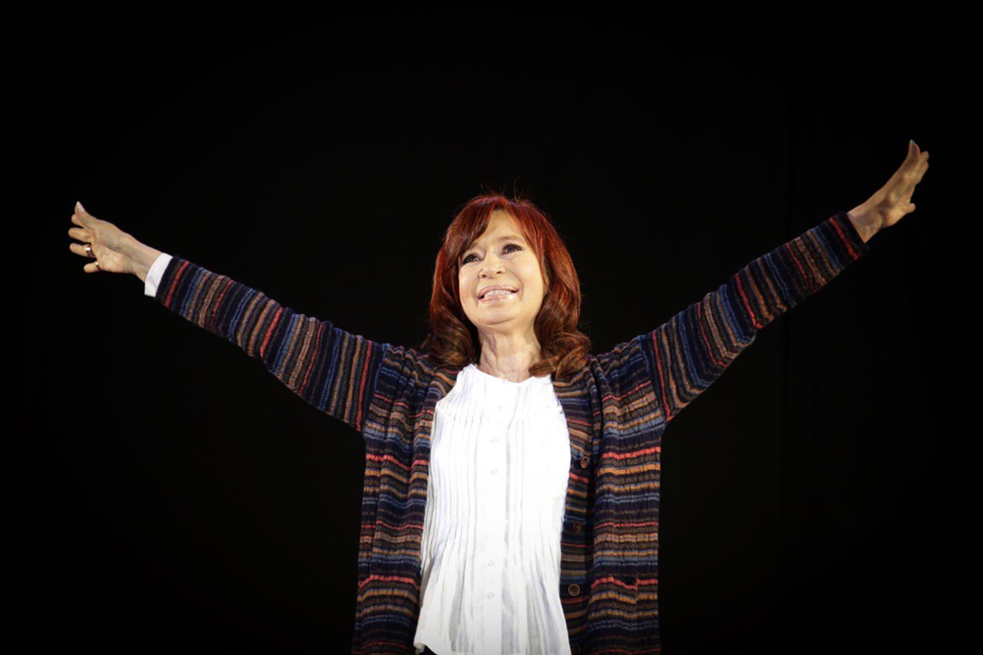 """Cristina Kirchner, contra Mauricio Macri: """"No se puede maltratar tanto a un pueblo"""""""