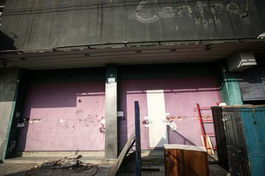 La fachada de Cromañón, a metro de la estación de Once