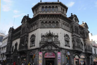 Fracassi, en Rosario, diseñada por Ángel Guido, en 1920