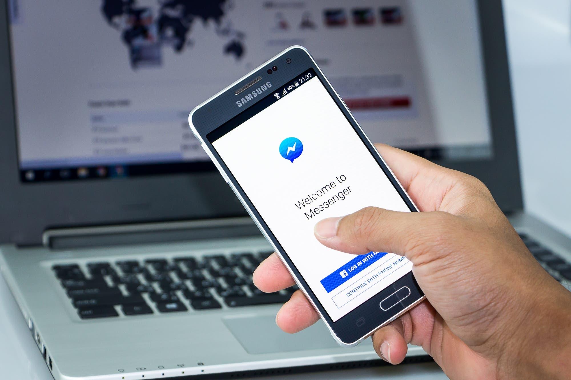Facebook admite que escucha y transcribe los mensajes de voz de Messenger