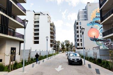 Los cercos separan los espacios pblicos donde hay plazas o parques sern habilitados en forma progresiva