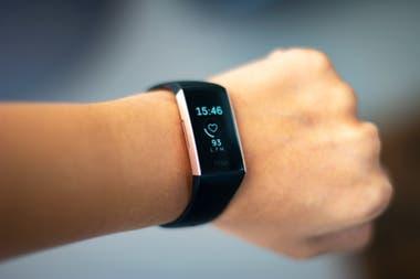 Fitbit, una de las compañías que fabrica monitores deportivos con seguimiento de ritmo cardíaco