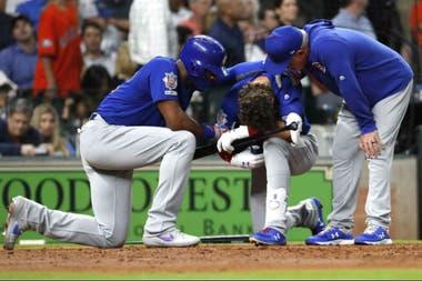 La reacción de Albert Almora Jr., de los Cachorros de Chicago, luego de batear la pelota en un partido ante los Astros en Houston. Lo consolaron Jason Heyward y el manager Joe Maddon.