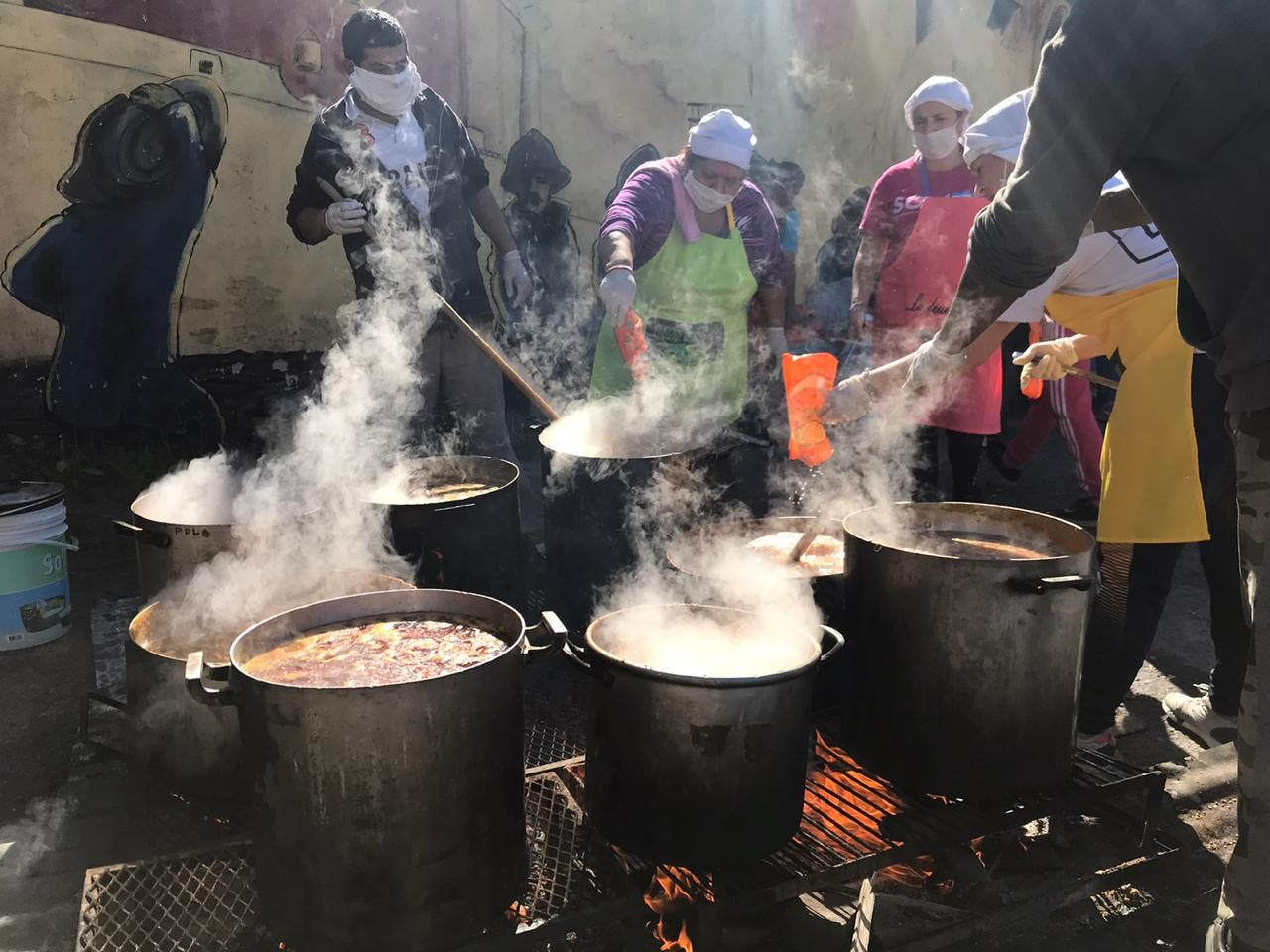 Coronavirus en la Argentina: Barrios de Pie instaló 2000 ollas ...