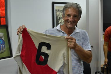 Zappia jugó entre 1975 y 1976 en River, pero no pudo afianzarse en el club y terminó jugando 12 años en Europa entre Austria y Francia