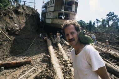 Sin efectos especiales y con un equipo que soportó las inclemencias del tiempo y de la selva, Herzog llegó adelante su gran película Fitzcarraldo (1982).