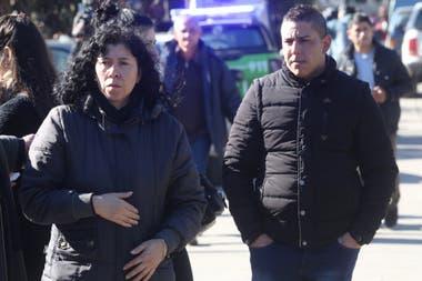 La madre y la pareja de Lourdes Espíndola, en Berazategui