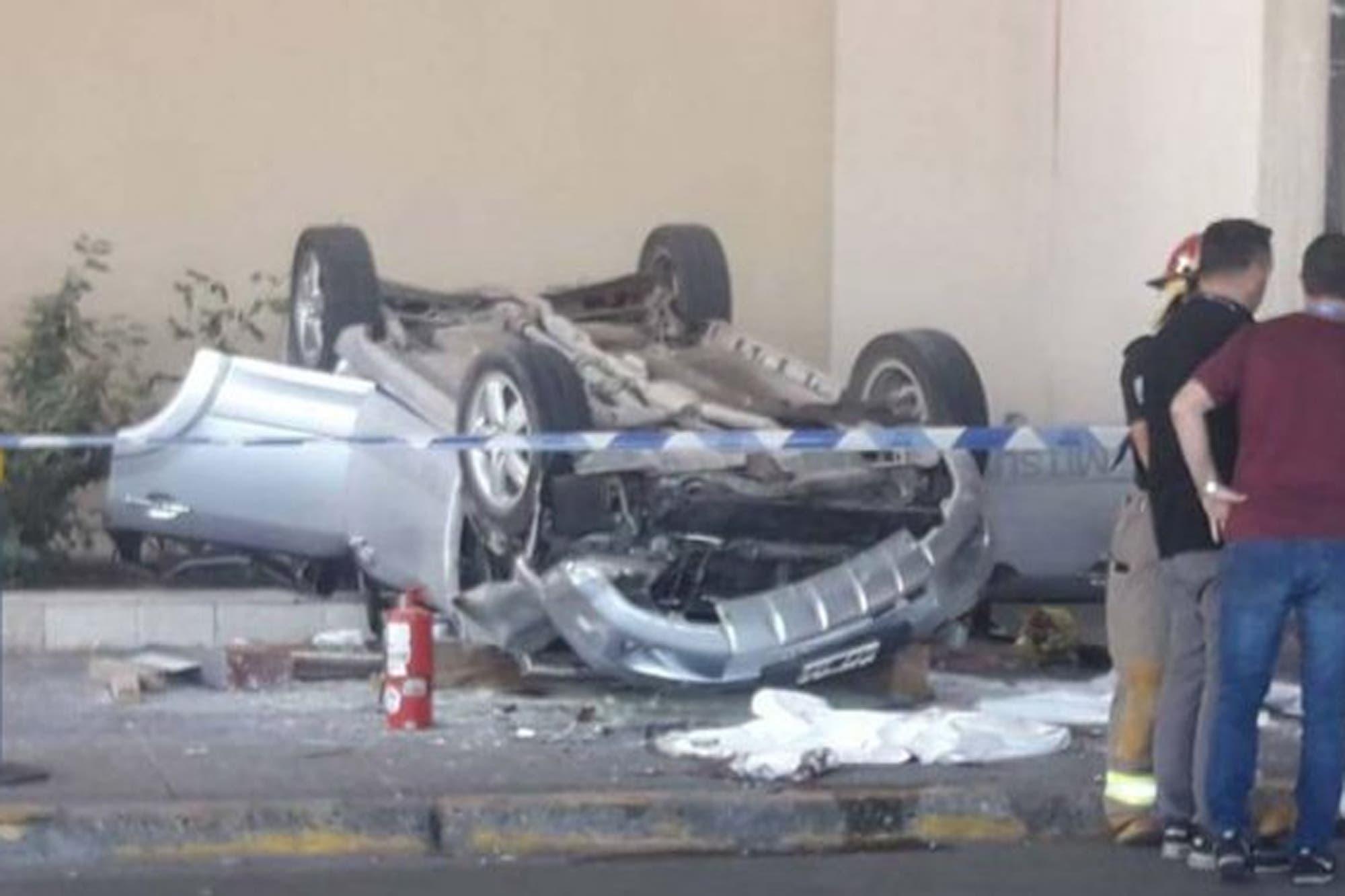 Un auto cayó desde el primer piso del aeropuerto de Bariloche: cuatro heridos