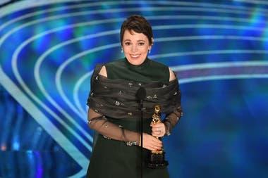Olivia Colman acepta el Oscar por mejor actriz