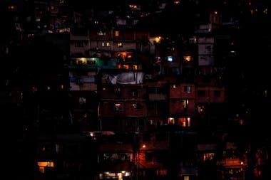 Desde el jueves pasado, el país gobernado por el chavismo sufre un apagón