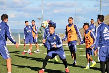 Un ejercicio recreativo en el entrenamiento de la selección en Madrid.