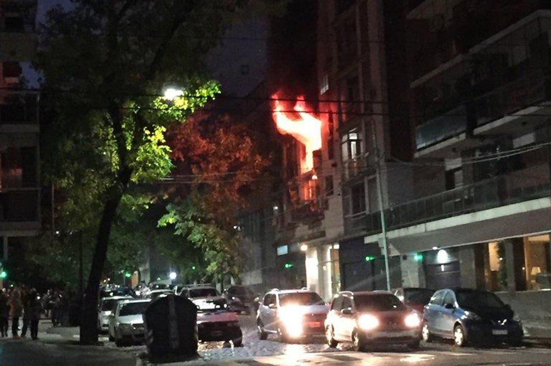 Incendio en Belgrano: un edificio se prendió fuego y murió un hombre