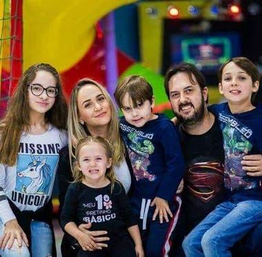Rafael es el único con autismo de los cuatro hijos de la pareja Juli y Valcir.